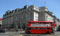 800px-Routemaster_Bus%2C_Piccadilly_Circus.jpg